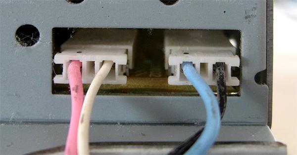 Connecteurs des cables de rétroéclairage