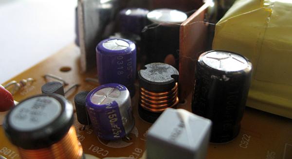 Condensateurs bombés