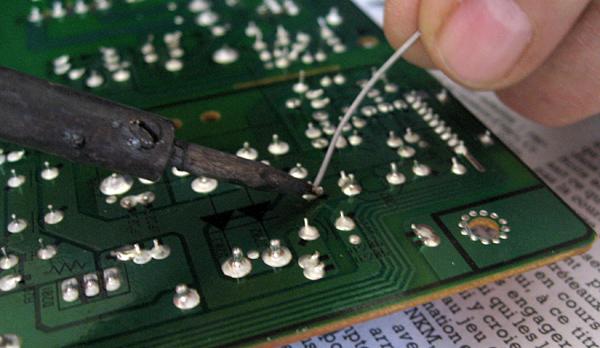 Dessoudure ancien condensateur1