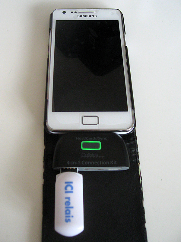 Clé USB connectée à l'adaptateur 4 en 1
