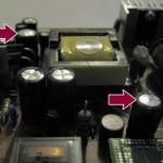 Carte alimentation Samsung 931 bw avec 2 condensateurs bombés (flèches)