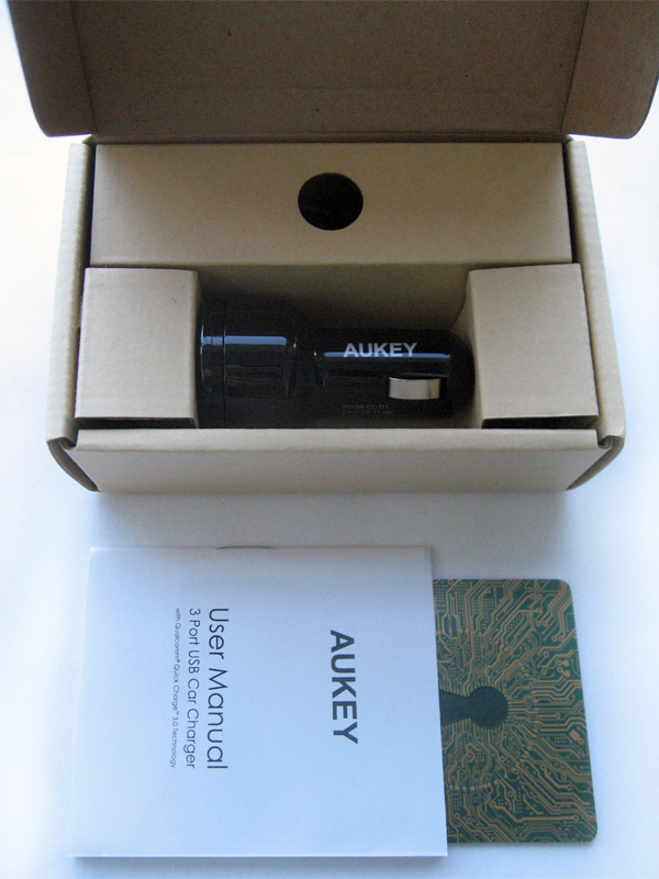 Chargeur voiture Aukey Quick charge boîte et accessoires