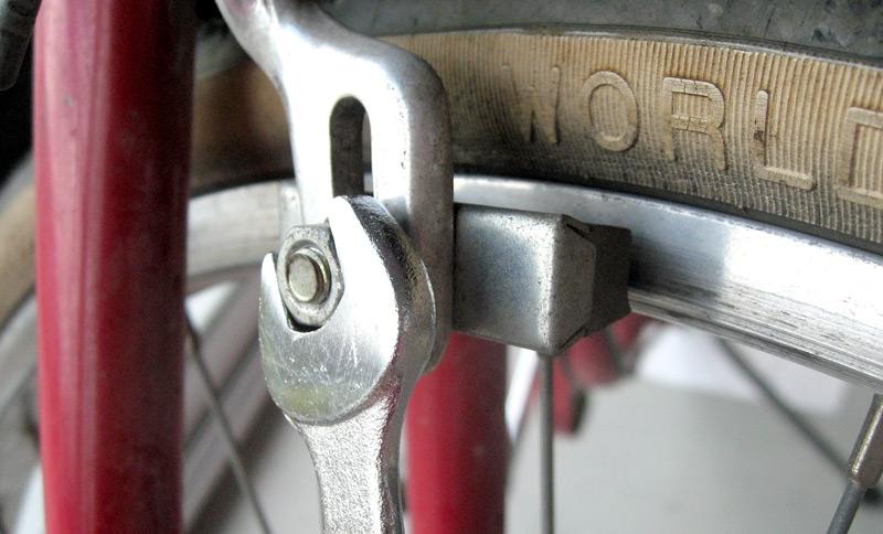 Retrait du tempon de frein pour remettre la roue en place