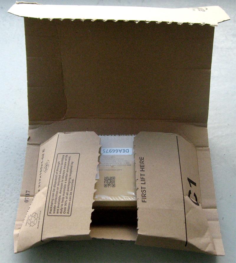 Emballage de livraison ouvert