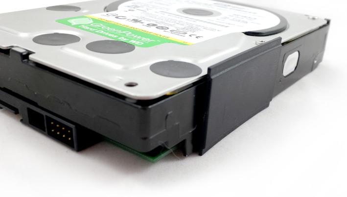 Cale de plastique pour le disque dur