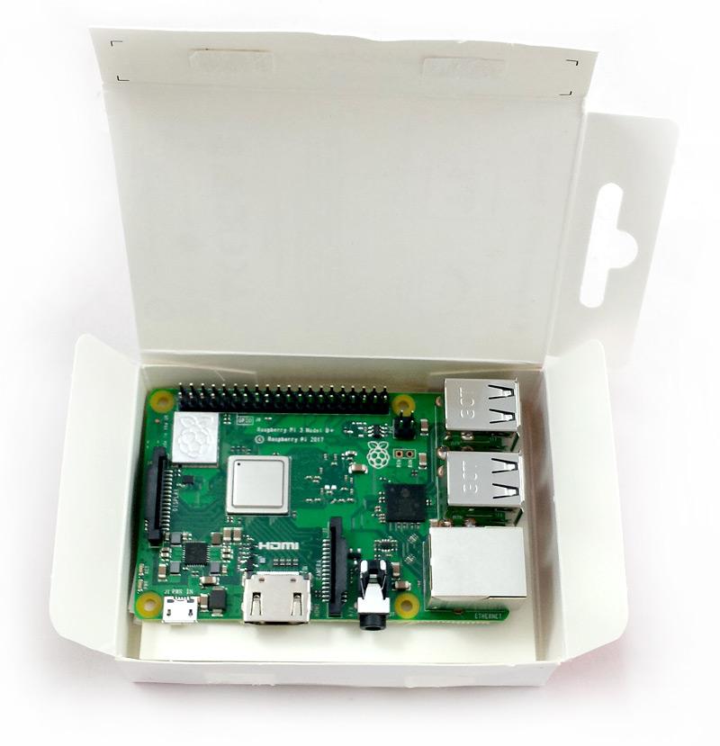 Raspberry Pi 3 Modèle B+ dans sa boîte ouverte