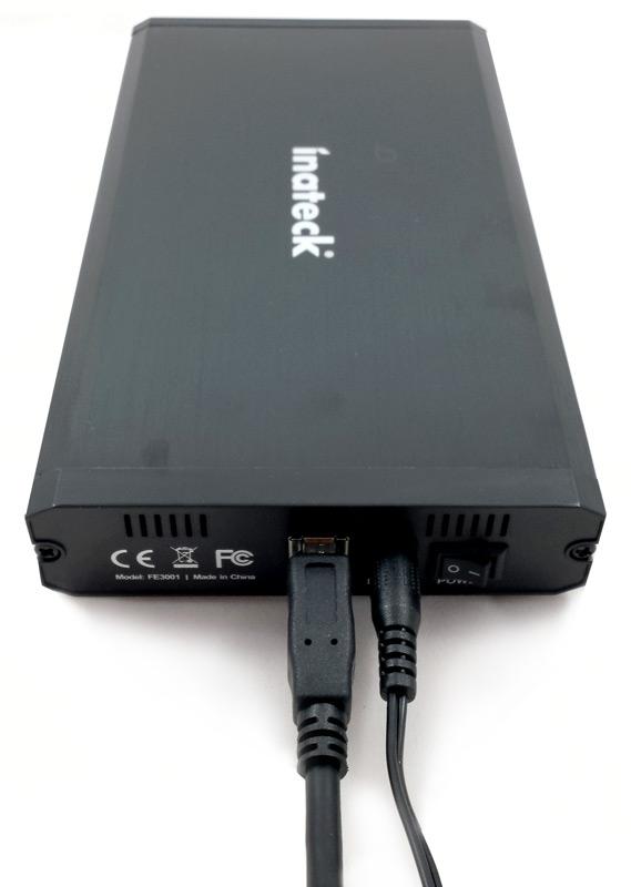 Câbles connectés au boîtier Inateck FE3001