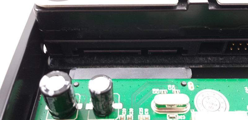 Connecteur SATA du disque dur prêt à être relié au boîtier Inateck FE3001