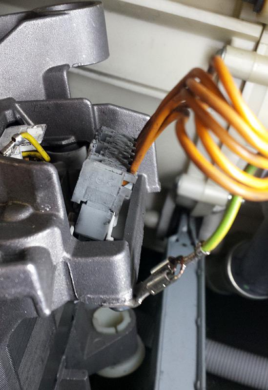 Connectique du moteur de la machine à laver