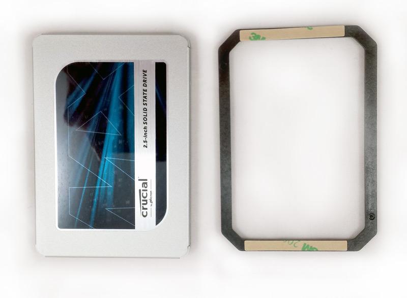 Disque SSD Crucial et son cadre