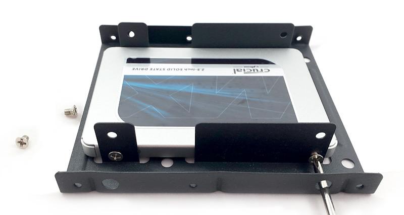 Montage du disque dur SSD dans le cadre Inateck
