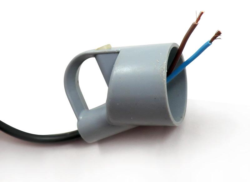 Passage du câble au travers de la prise