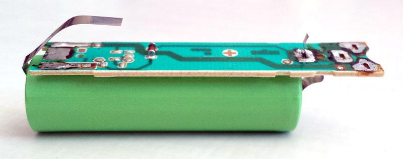 Circuit imprimé posé sur la nouvelle batterie