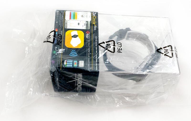 Boîte de la montre dans son sachet plastique