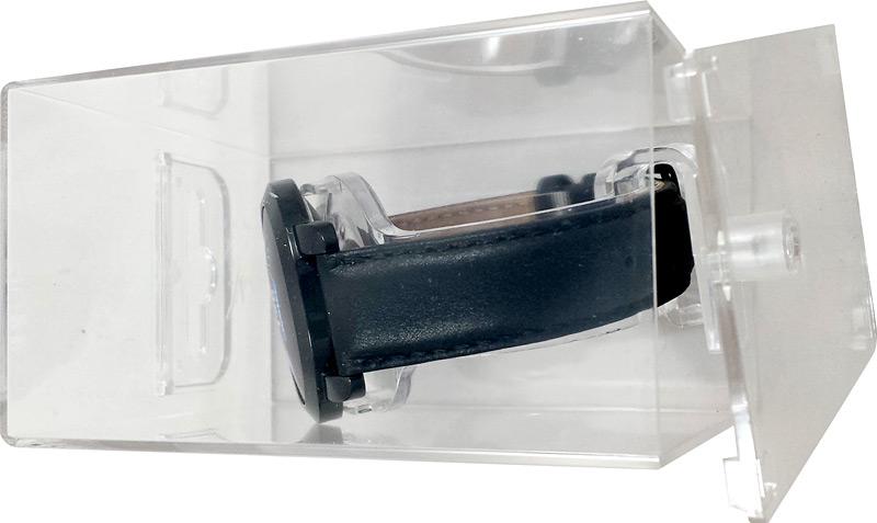 Ouverture de la boîte en plastique