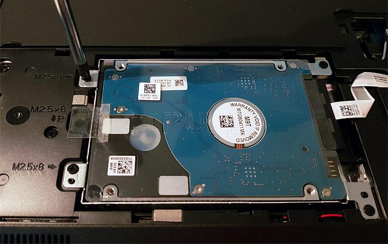 Dévissage du support de disque dur