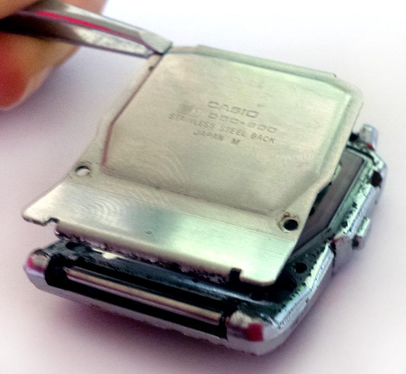 Dévissage du couvercle de la DBC-600