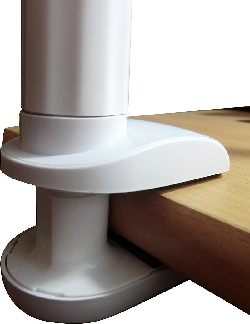 Support pince en place sur rebord de bureau
