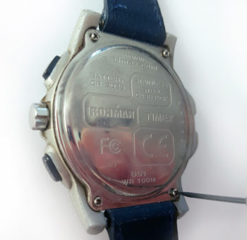 Dévissage du capot de la de la montre Timex Datalink USB