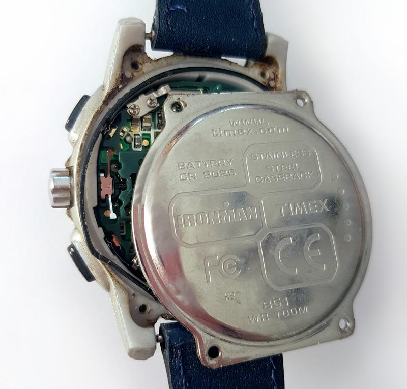Retrait du capot de la montre